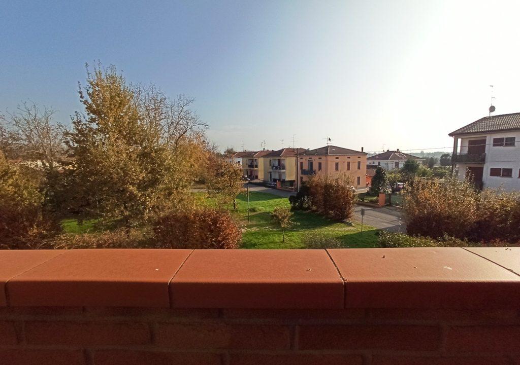 Casale di Mezzani recente trilocale balcone