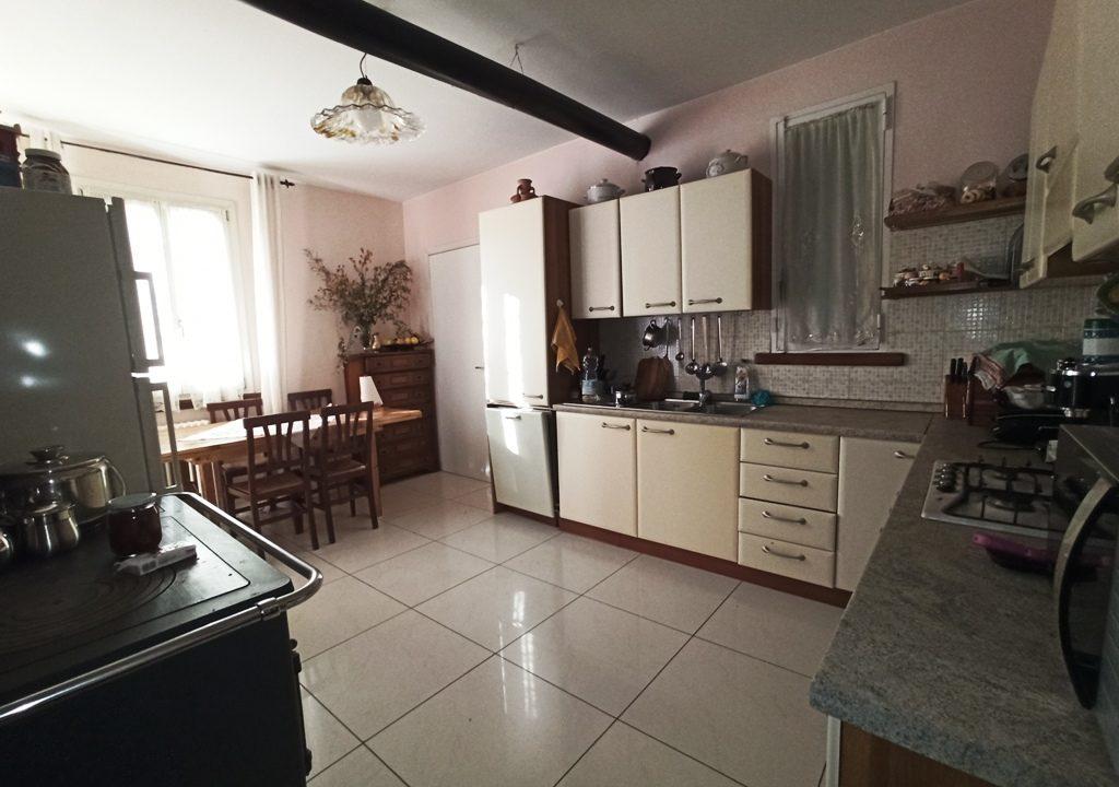 Mezzano Superiore villa con giardino cucina