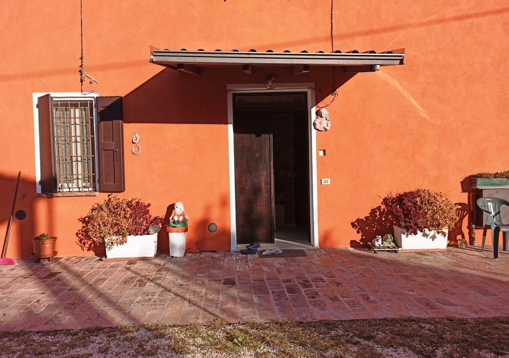 Mezzano Superiore villa con giardino ingresso