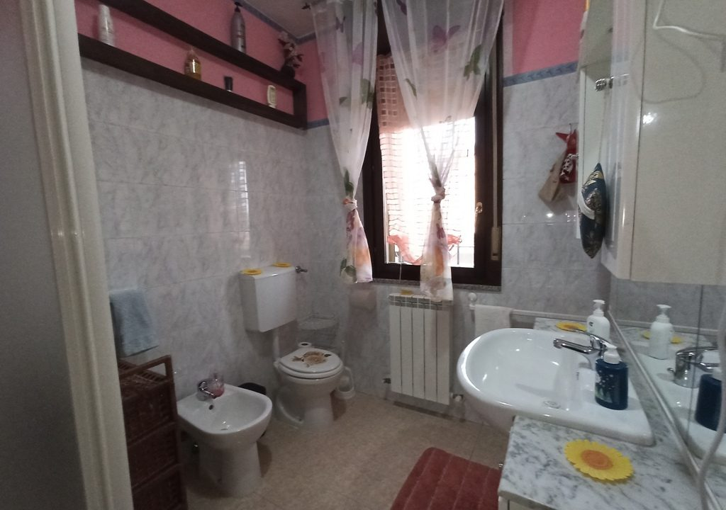 bagno 1°piano appartamento con giardino Torrile