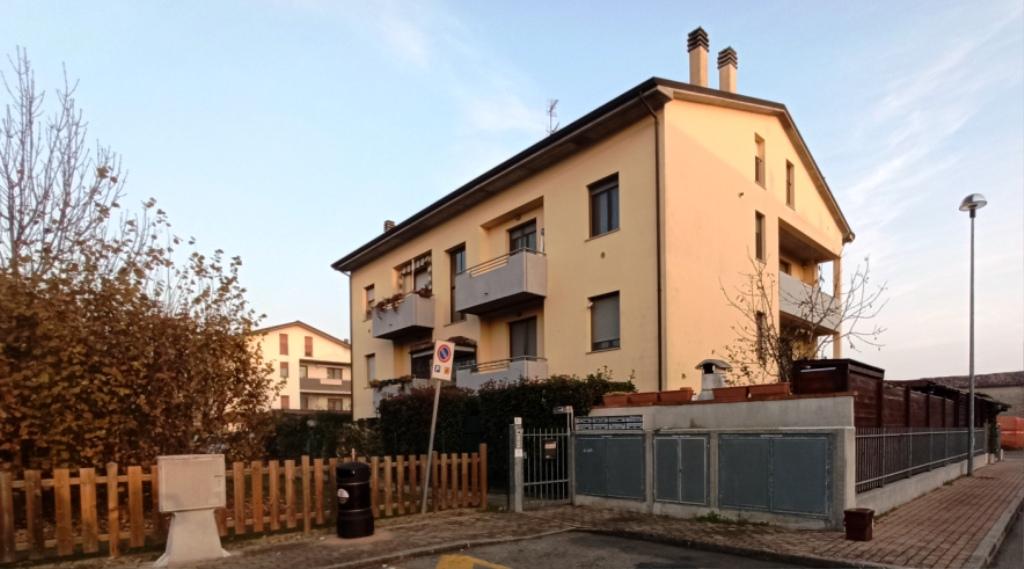 facciata appartamento con giardino Torrile