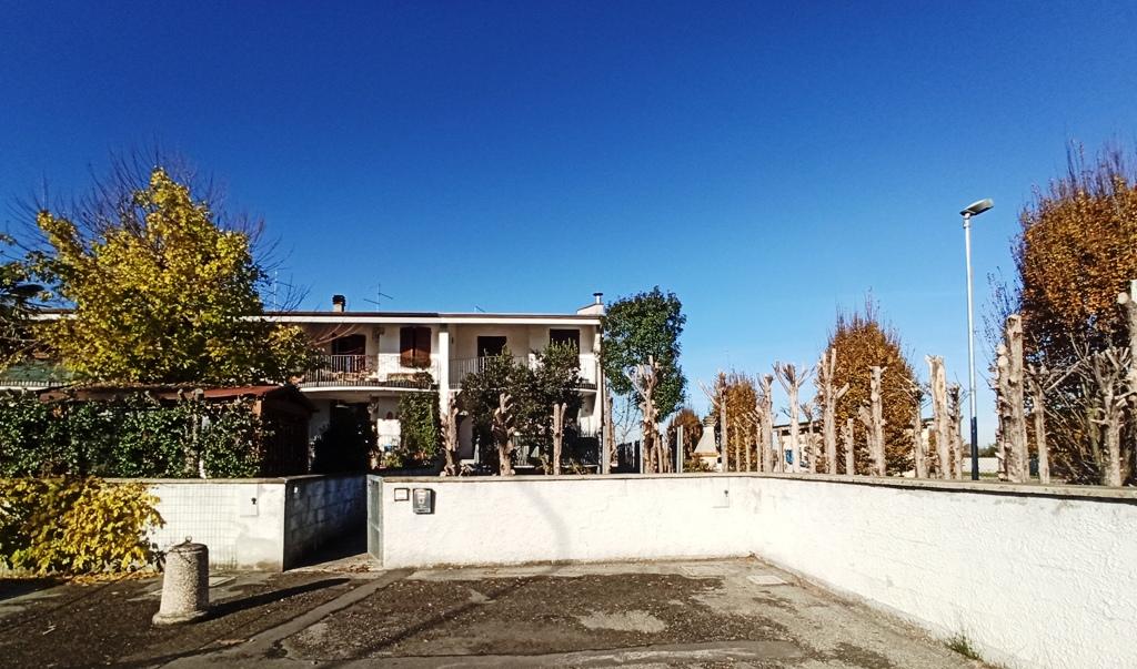 facciata casa a schiera Casale di Mezzani