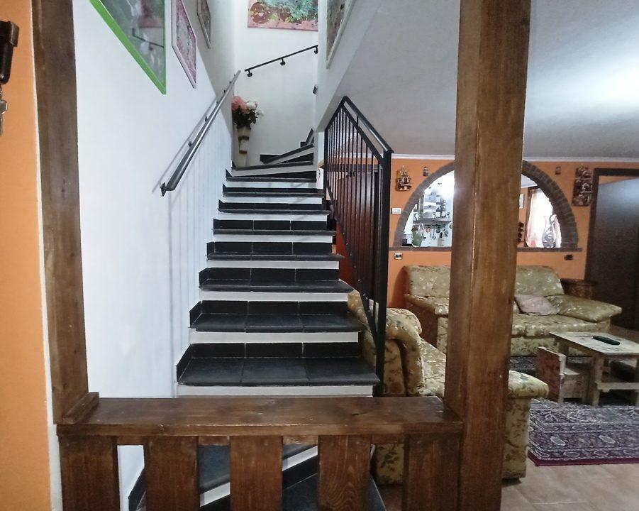 scala appartamento con giardino Torrile