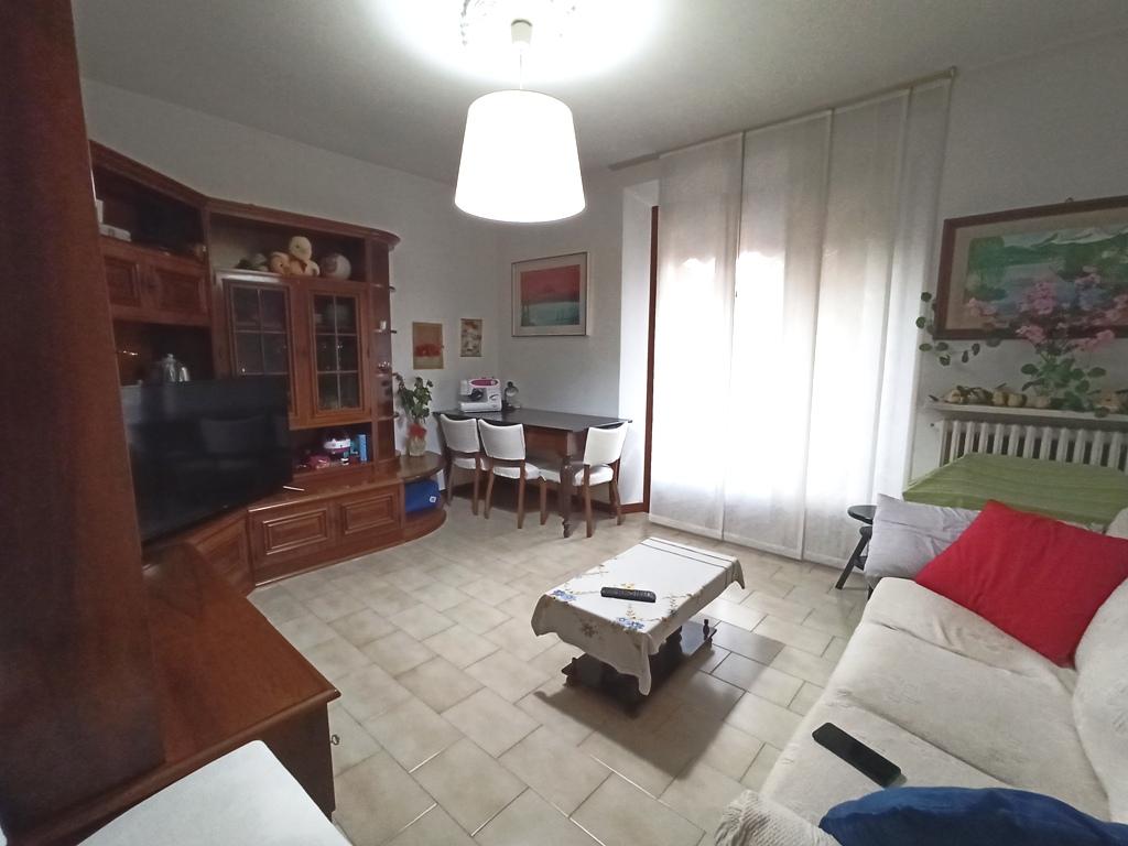 Appartamento arredato, con ampi spazi, in zona centrale (T4)