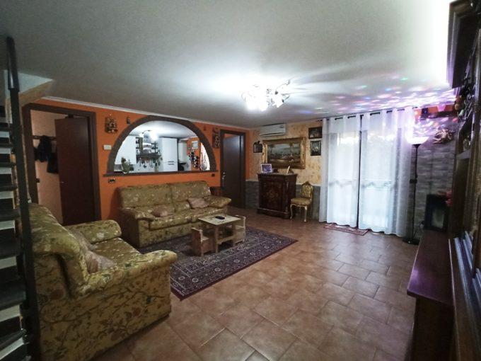Recente appartamento con ampi spazi e giardinetto (T6)