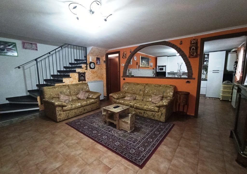 soggiorno appartamento con giardino Torrile