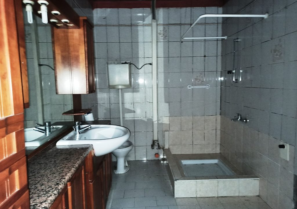 bagno piano terra casa a schiera a Mezzani