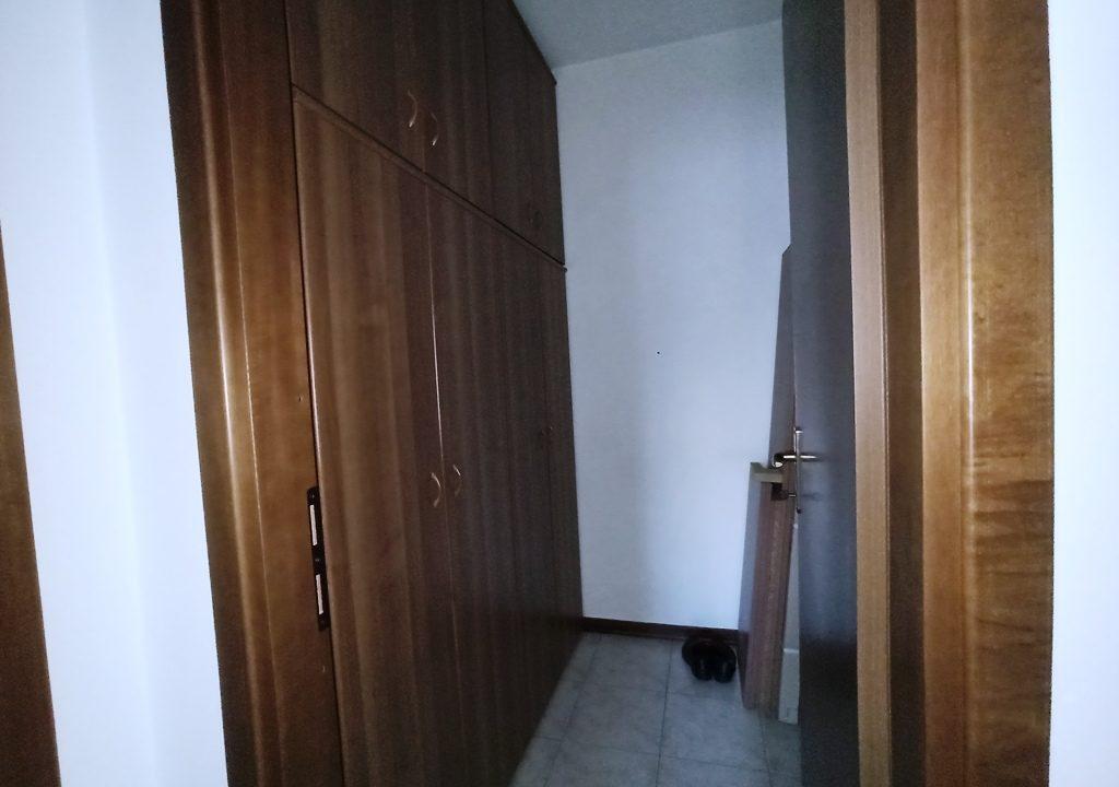 cabina armadi appartamento con 3 camere Mezzano Superiore