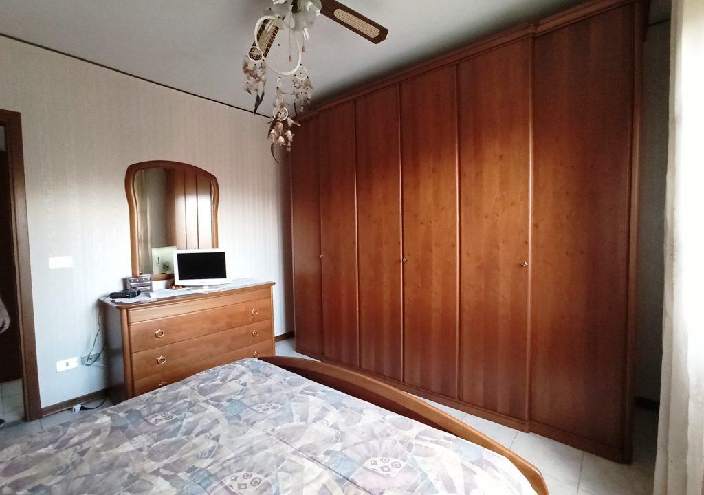 camera 1 appartamento con 3 camere Mezzano Superiore