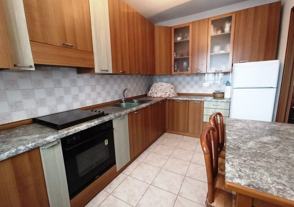 cucina appartamento con 3 camere Mezzano Superiore