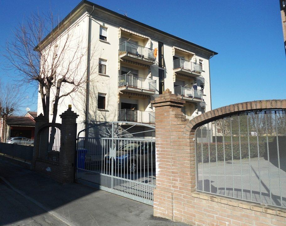esterno appartamento con 3 camere Mezzano Superiore