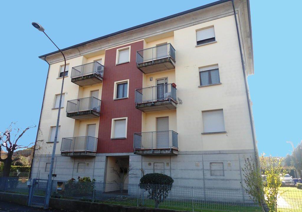 facciata appartamento con 3 camere Mezzano Superiore