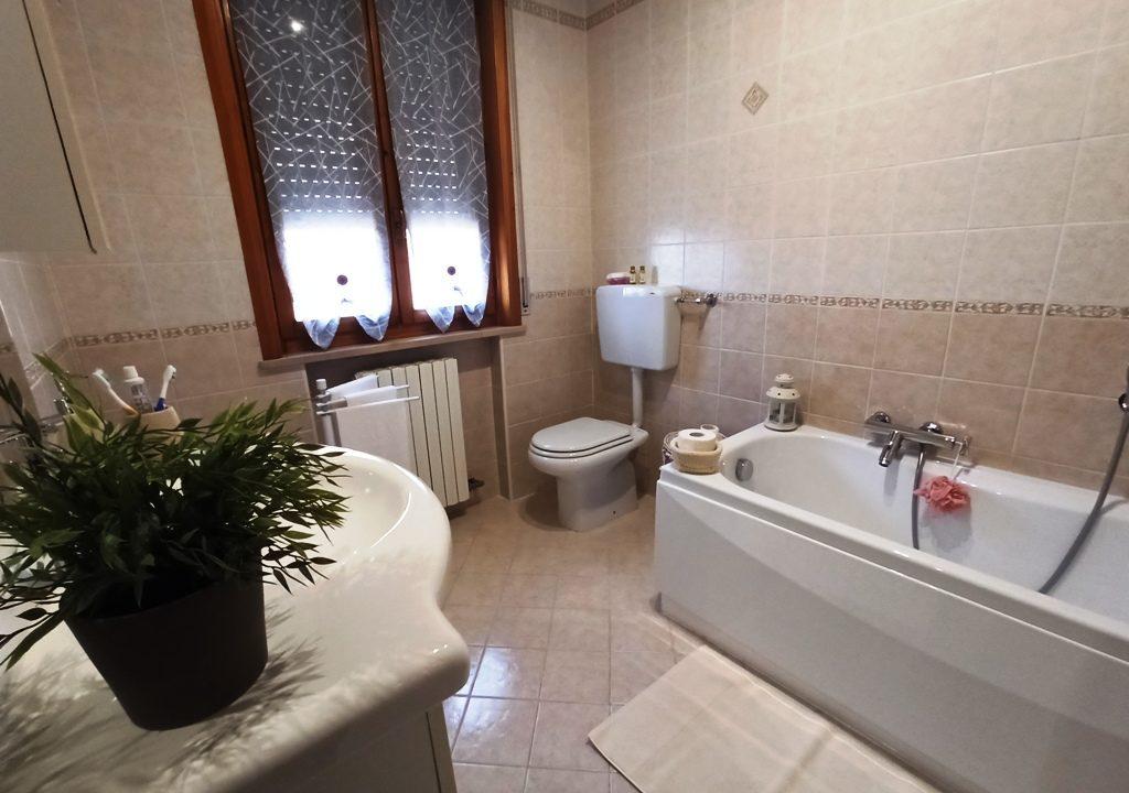bagno 1°piano appartamento con giardino Colorno