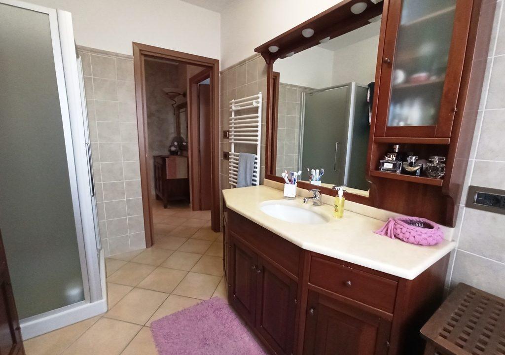 bagno 1°piano appartamento con giardino Rivarolo