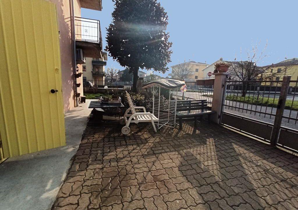 cortile appartamento con giardino Colorno