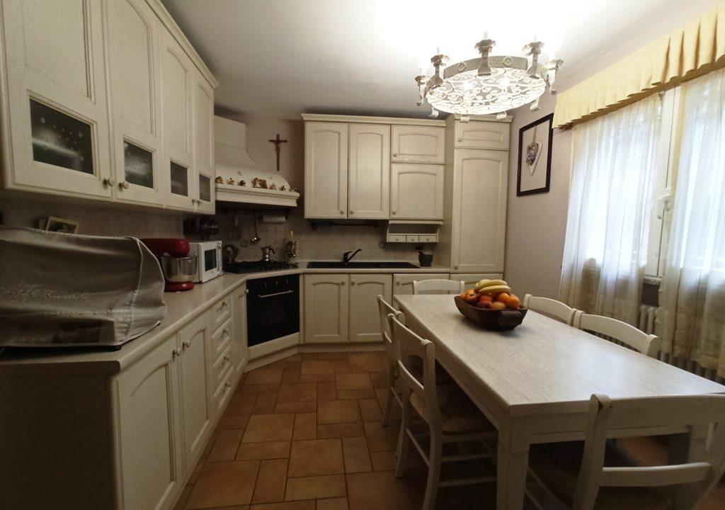 cucina appartamento con giardino Rivarolo