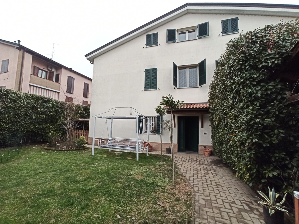 Appartamento con ampi spazi e giardino (Q2)