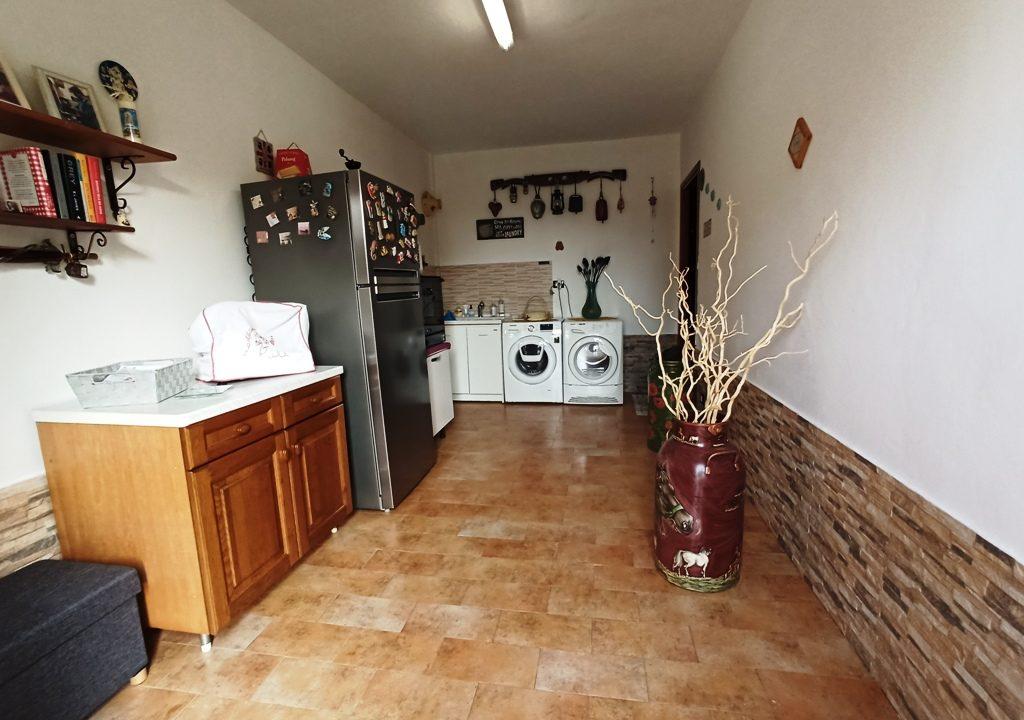 garage appartamento con giardino Colorno
