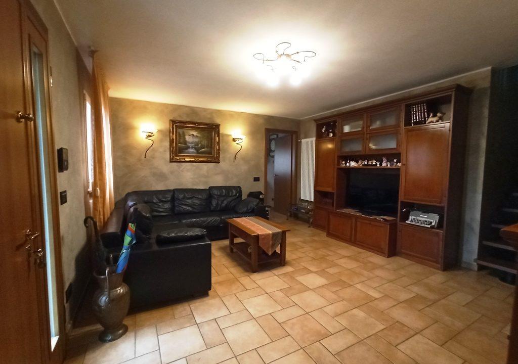soggiorno appartamento con giardino Rivarolo