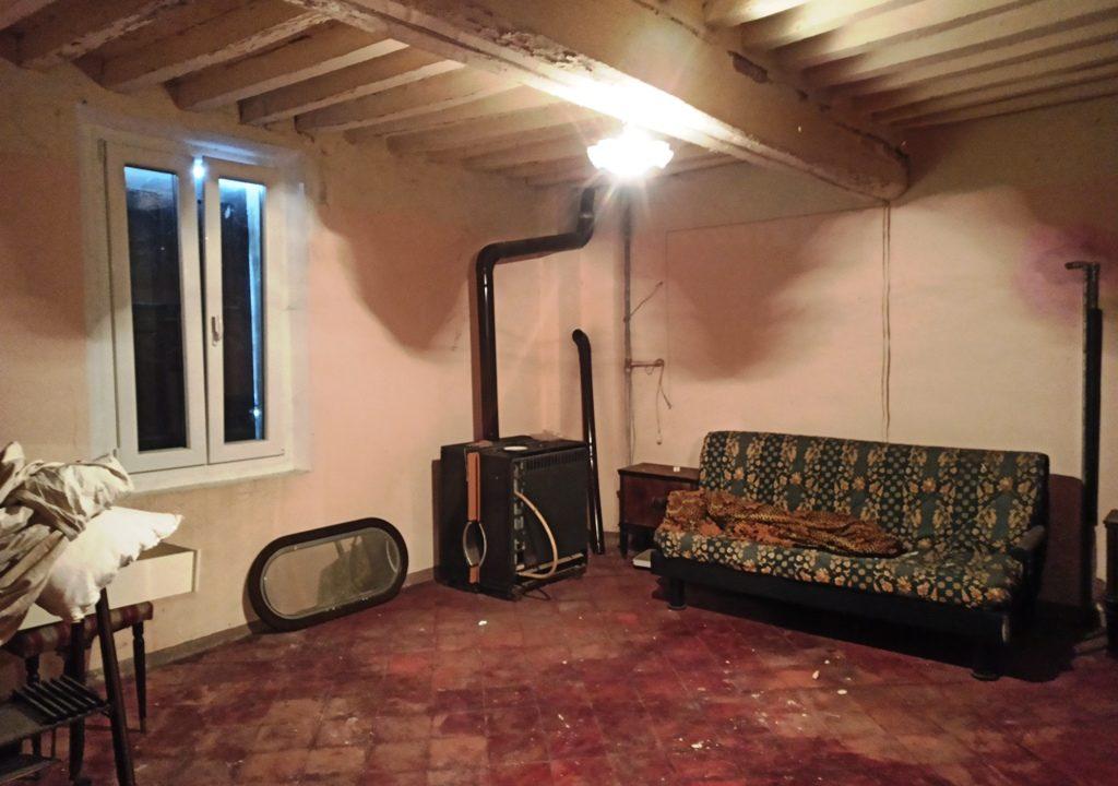 camera 2 casa da ristrutturare Colorno campagna