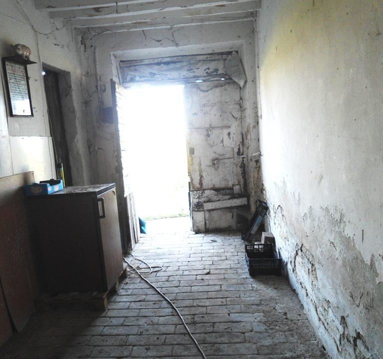 ingresso casa in campagna da ristrutturare Parma