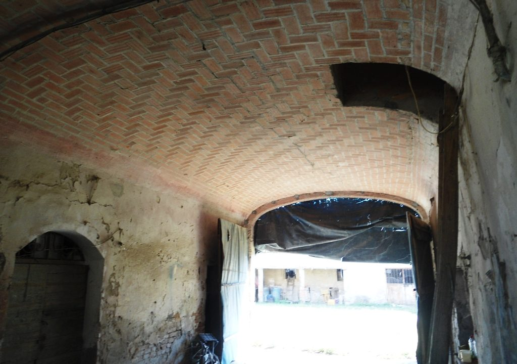 porta morta casa in campagna da ristrutturare Parma