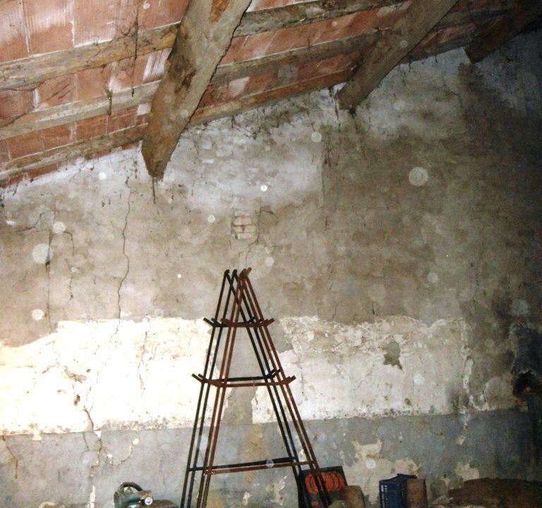 sottotetto casa in campagna da ristrutturare Parma