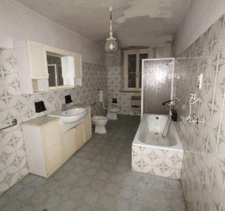 bagno casa da ristrutturare Sissa