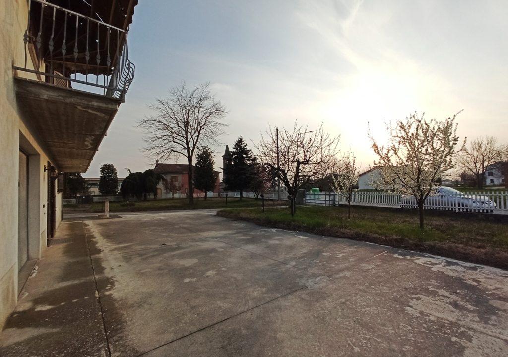 cortile villa Sissa campagna
