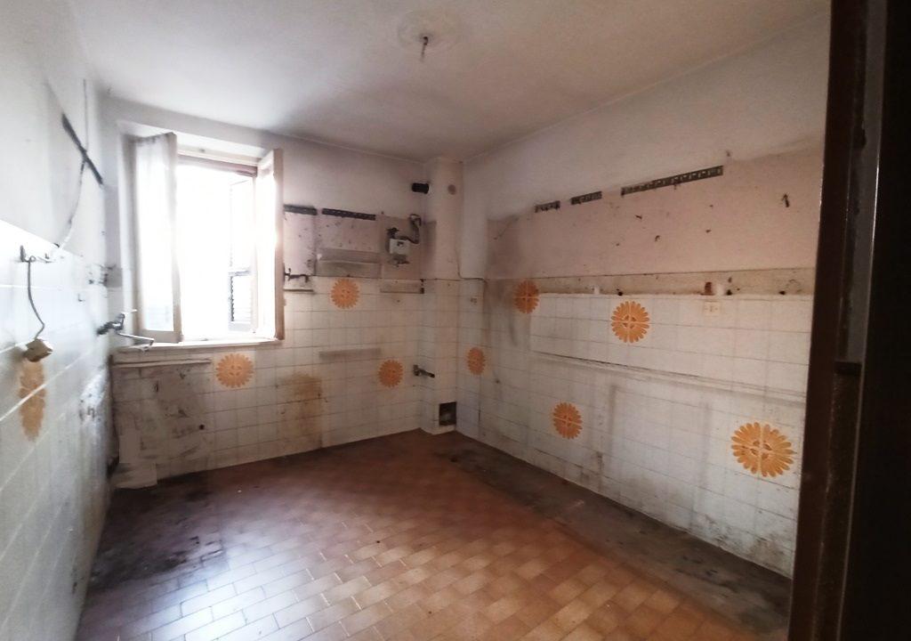 cucina casa da ristrutturare Sissa