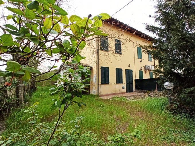 Recente casa a schiera di testa con ampio giardino (CS6)