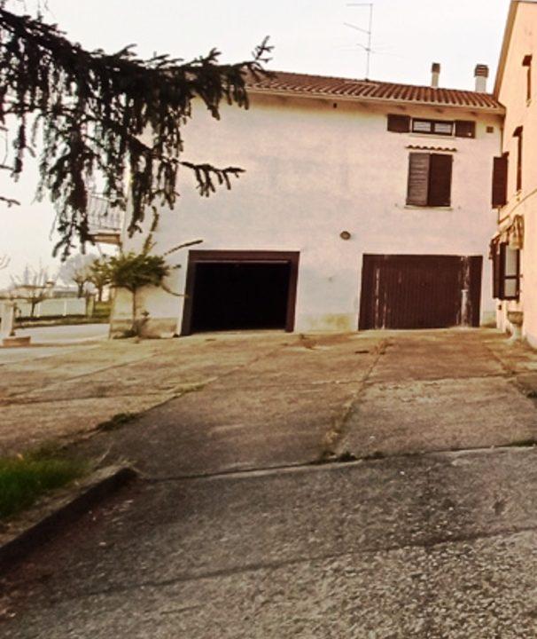 garage casa da ristrutturare Sissa