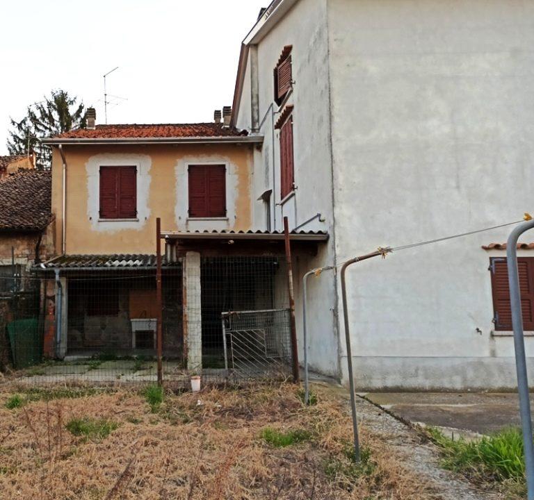 retro casa da ristrutturare Sissa