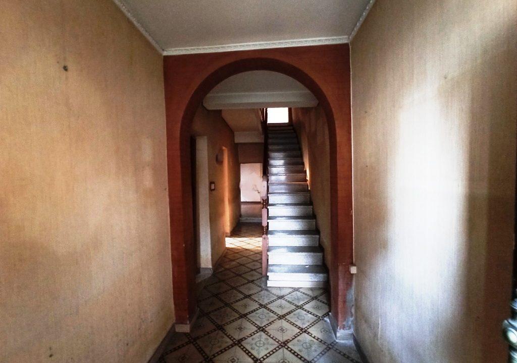 scale casa da ristrutturare Sissa