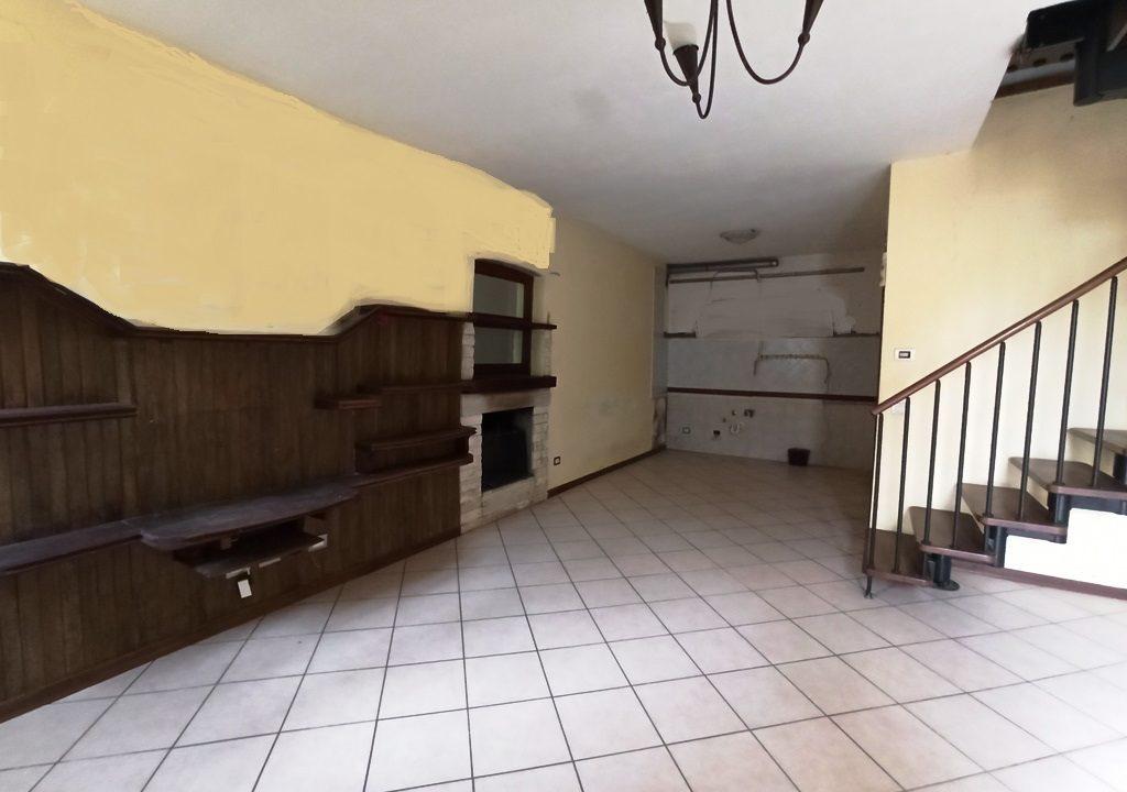 soggiorno-angolo cottura casa a schiera Coltaro