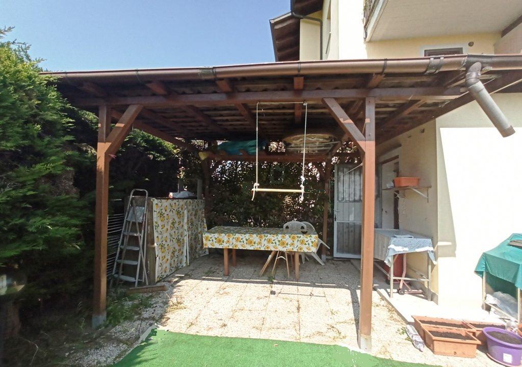 portico appartamento con giardino Torrile