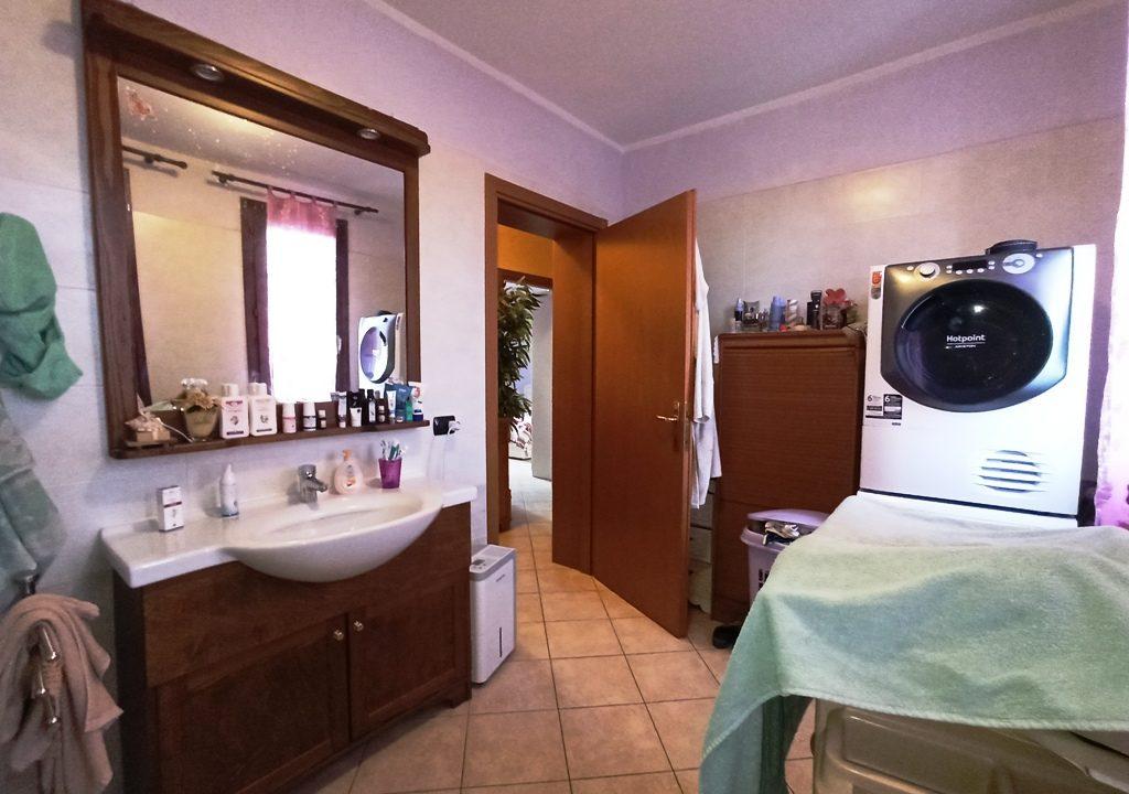 bagno appartamento con giardino Mezzano Superiore