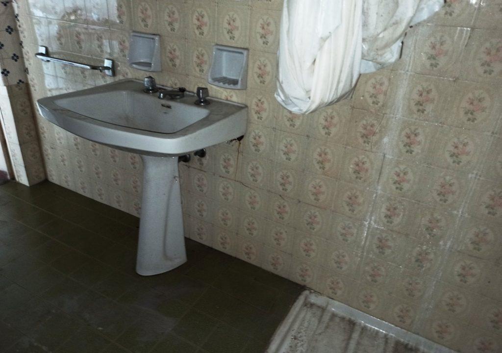 bagno casale da ristrutturare