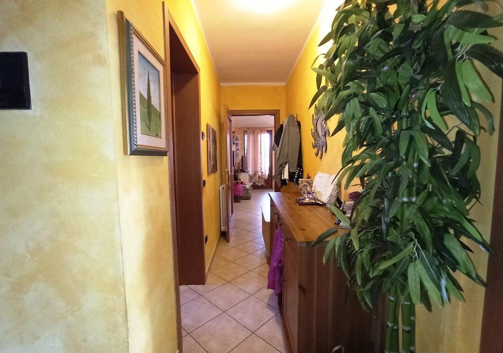 corridoio appartamento con giardino Mezzano Superiore