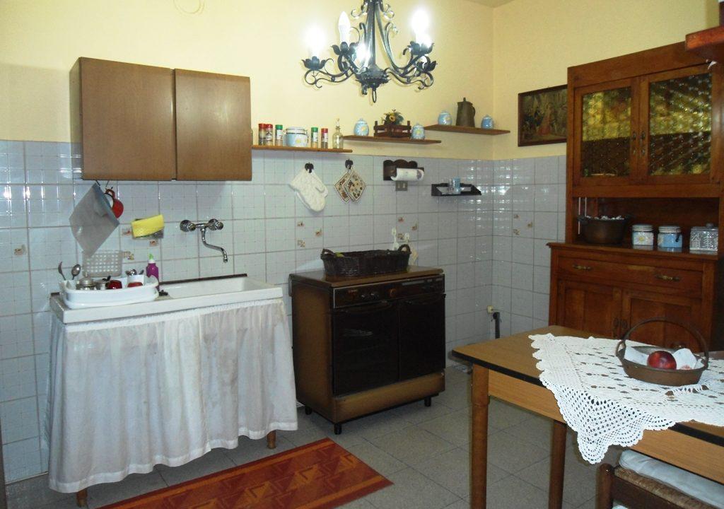 cucina casa con giardino Mezzano Superiore