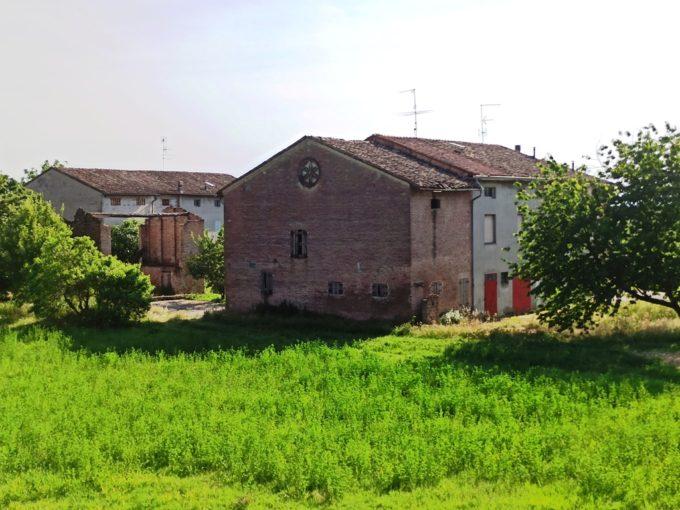 Casale in campagna da ristrutturare (CS15)