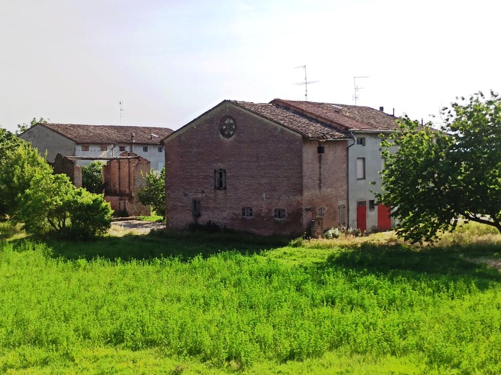 Casale da ristrutturare nella campagna di Colorno (CS15)