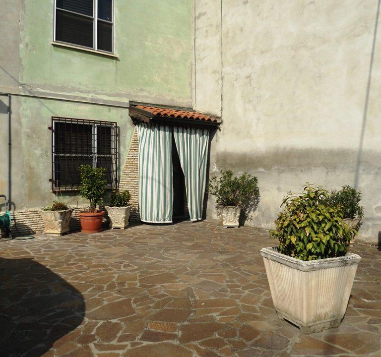 facciata casa con giardino Mezzano Superiore