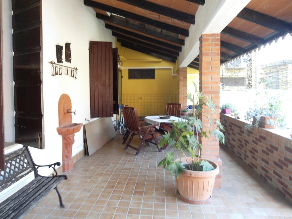 Ampia casa con gradevoli spazi all'aperto (CS11)