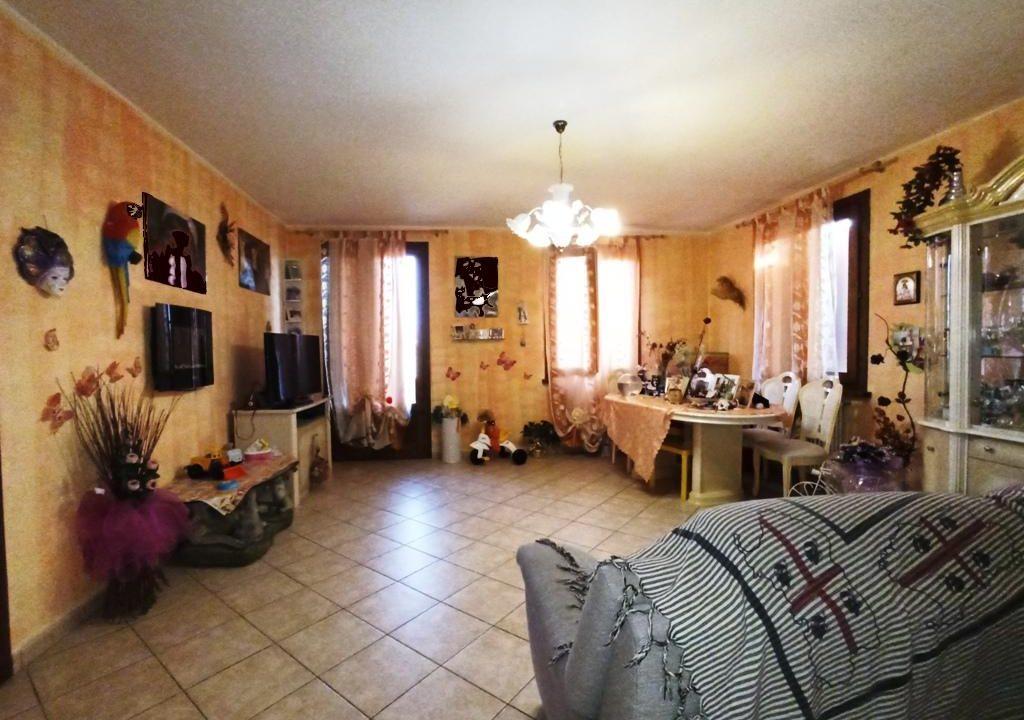 soggiorno appartamento con giardino Mezzano Superiore