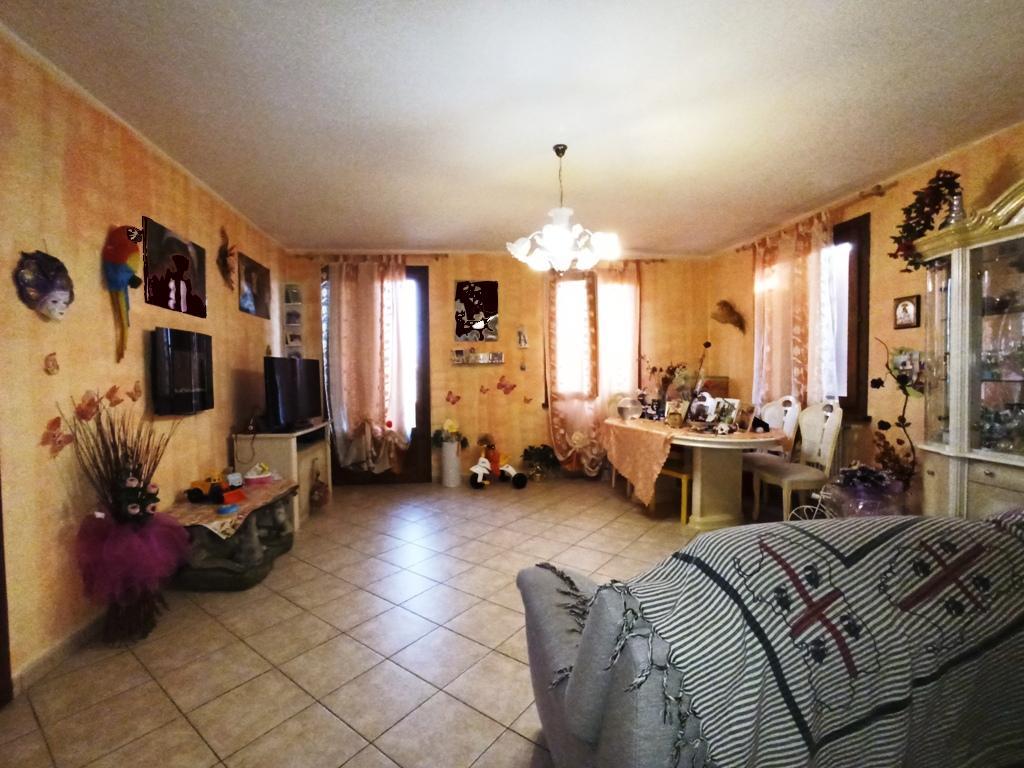 Appartamento con ampi spazi e giardino (T14)