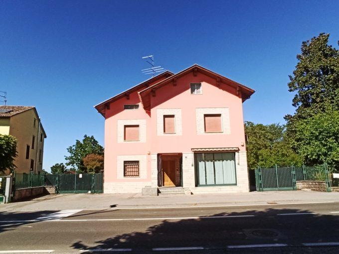 Appartamento con tre camere in bifamiliare (Q7)