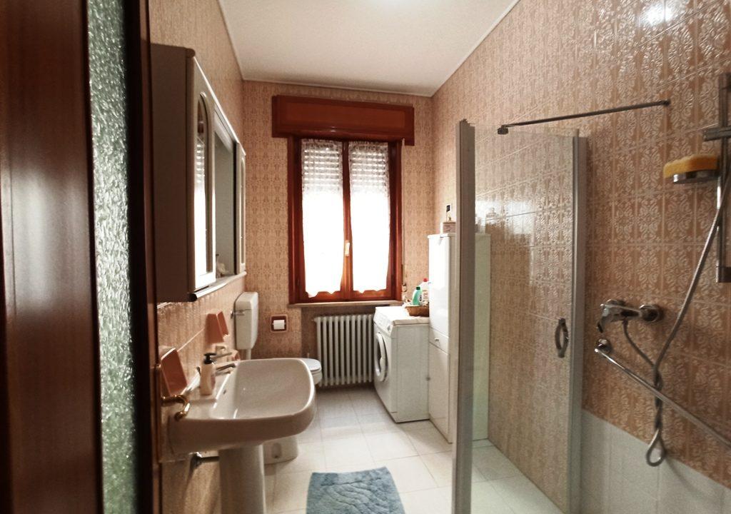 bagno appartamento grande Colorno