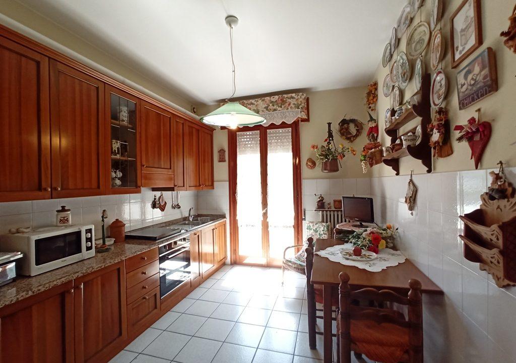 cucina appartamento grande Colorno