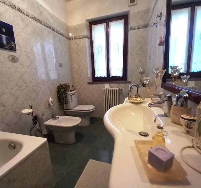 bagno 2 casa ristrutturata Colorno campagna